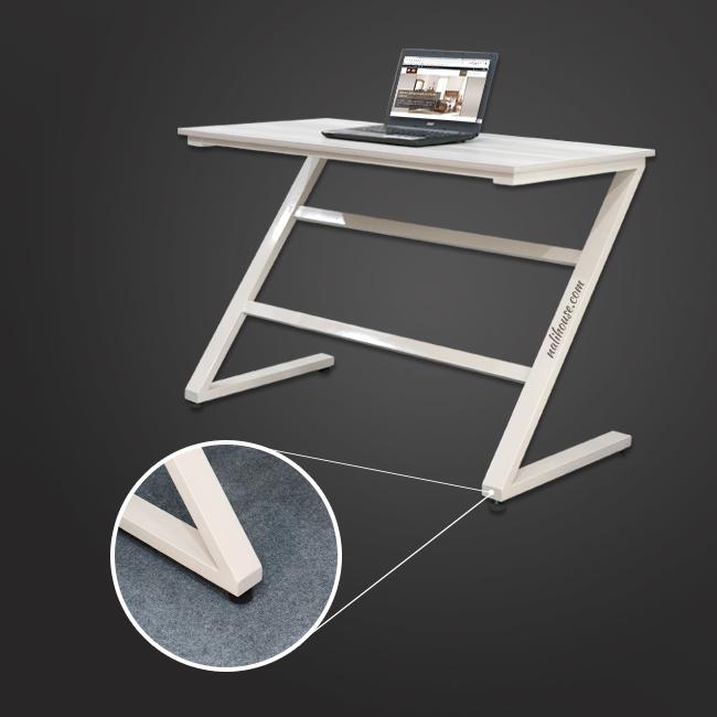 Chiếc bàn được hoàn thiện từ vật liệu kim loại sắt hộp chữ nhật cứng cáp