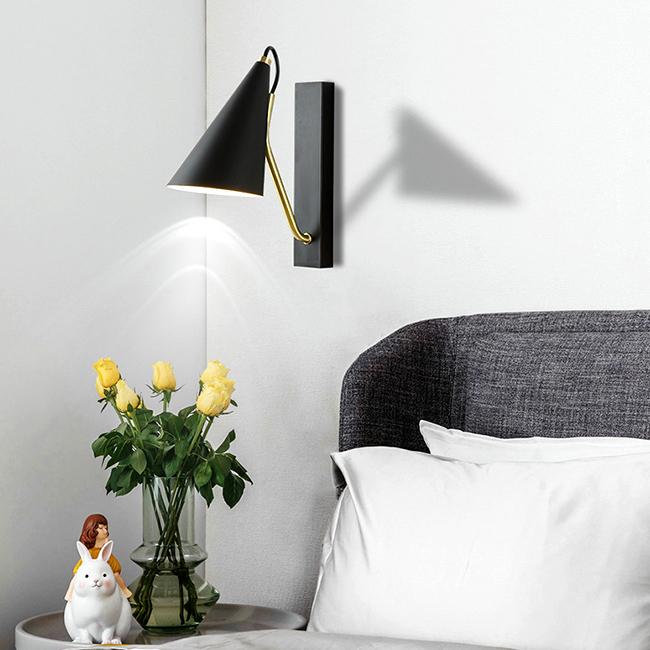 Đèn rọi đọc sách đầu giường mang phong cách độc đáo, sáng tạo