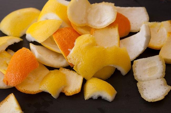 Sử dụng vỏ cam để khử mùi cho bình giữ nhiệt mới