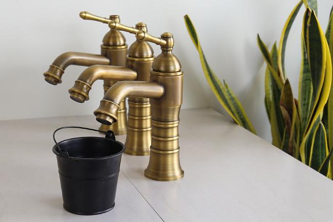 Vòi nước gắn lavabo âm bàn mang phong cách cổ điển