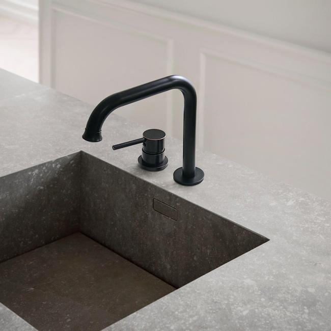 Vòi nước lavabo âm bàn phong cách tân cổ điển