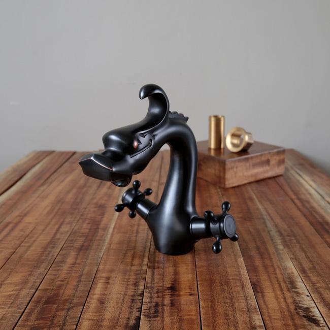 Vòi nước gắn lavabo âm bàn mang phong cách rustic