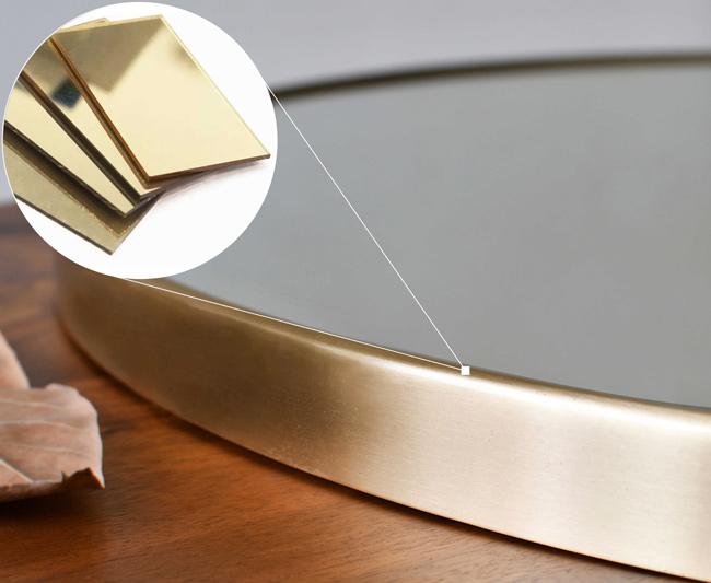 Gương tròn treo nhà tắm có chất liệu bằng đồng thau, được phủ lớp sơn vàng đồng và đánh xước kim loại độc đáo