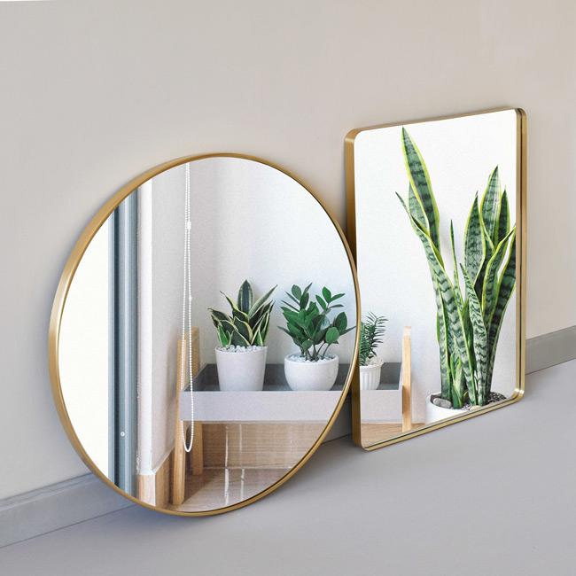 Gương chữ nhật treo tường và gương tròn treo nhà tắm