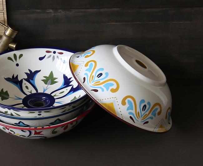 Chậu rửa mặt gốm sứ phù hợp cho không gian nội thất kiểu mộc mạc, cổ xưa