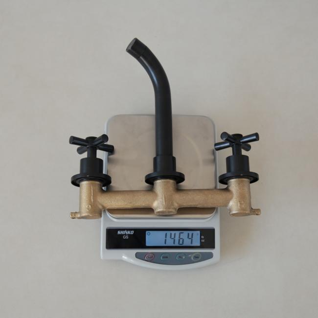 Trọng lượng 1.5kg của vòi rửa mặt lavabo nóng lạnh gắn tường