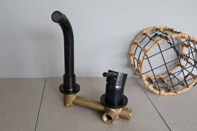 Vòi lavabo âm tường có 2 đường ống cấp nước nóng lạnh tiện lợi