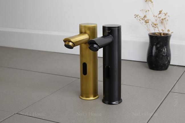 Vòi lavabo cảm ứng được trang bị cảm biến hồng ngoại hiện đại