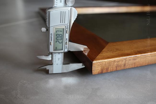 Độ dày của gương gỗ treo tường MR21CN là 20mm