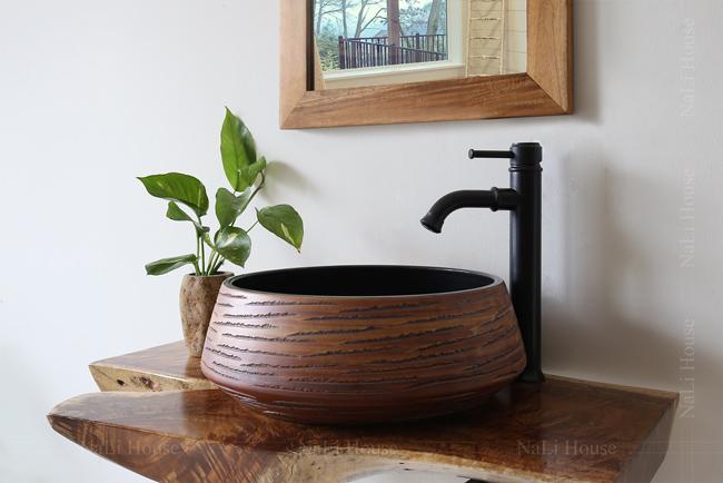 Vòi rửa mặt nóng lạnh mang phong cách neoclassical