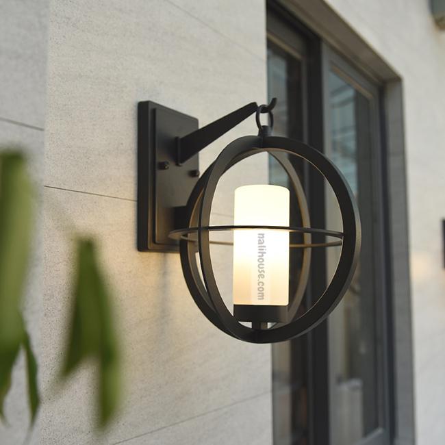 Đèn gắn tường ngoài trời phong cách Bắc Âu