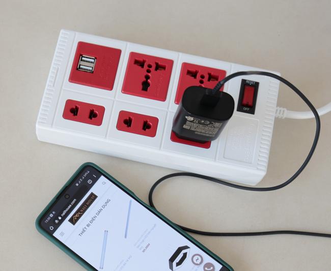 Ổ cắm điện có công tắc điều khiển bật/tắt tiện lợi và an toàn