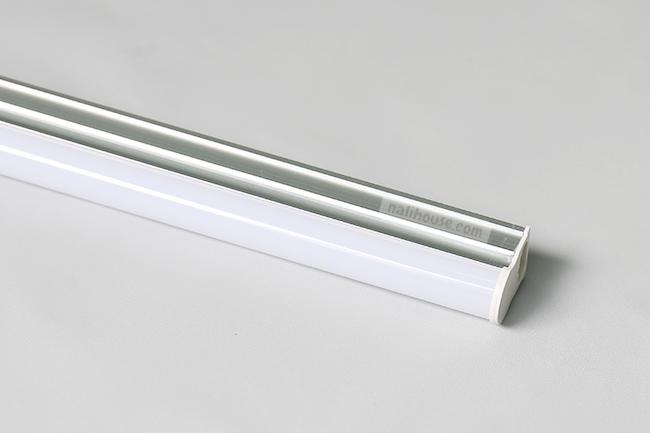 Đèn LED liền máng với thiết kế gọn nhẹ và tinh tế