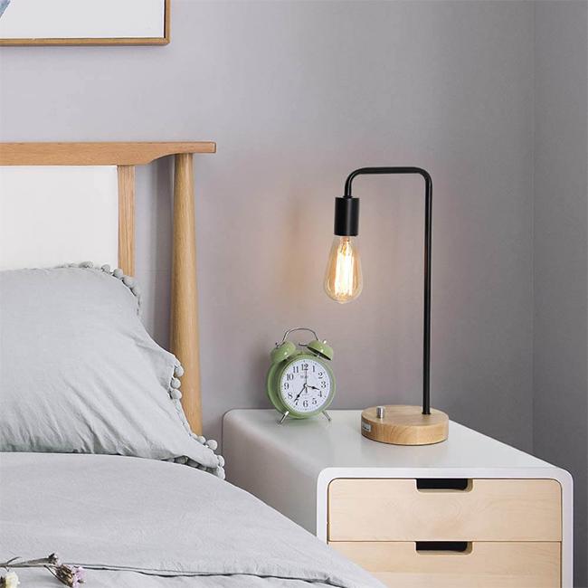 Đèn bàn phòng ngủ tuy đơn giản nhưng mà đẹp