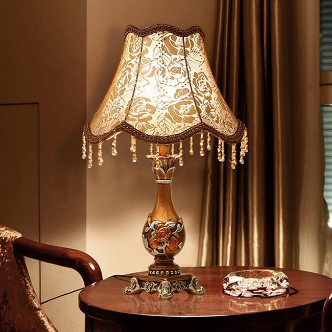 Đèn bàn phòng ngủ phong cách cổ điển, hoàng gia sang trọng