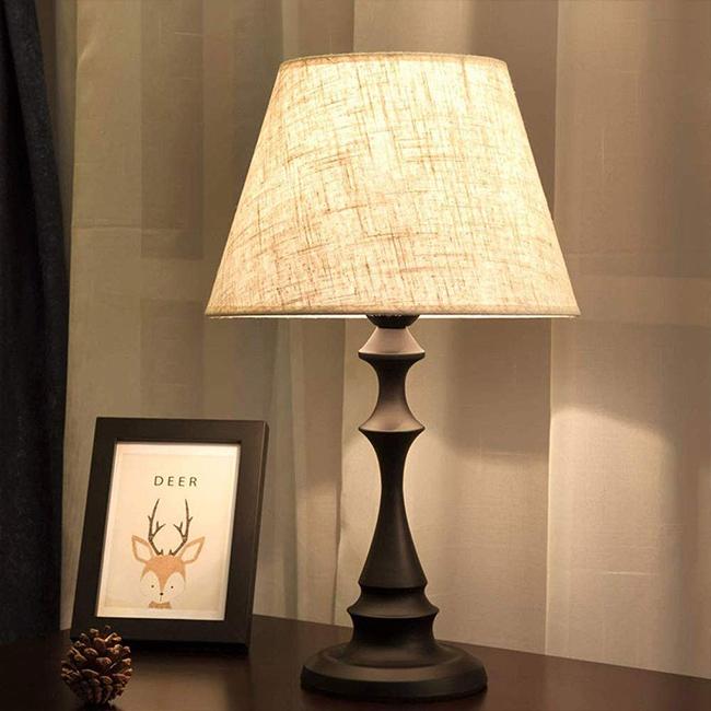 Đèn bàn phòng ngủ phong cách tân cổ điển, phá cách mỹ thuật