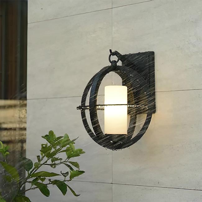 Đèn tường ngoài trời cổ điển có thể chống thấm, chống nước, chịu được sự khắc nghiệt của khí hậu