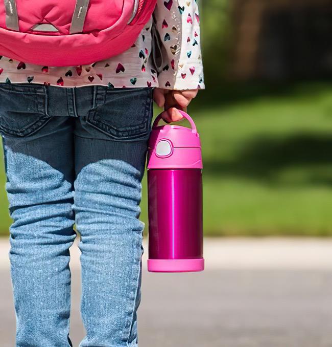 Phích đựng nước uống phục vụ cho học sinh, sinh viên