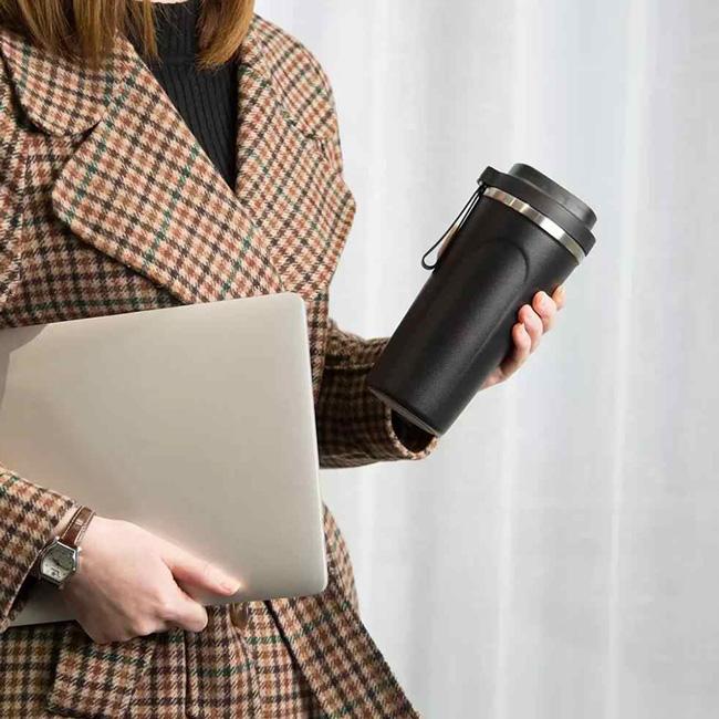 Bình 1 lít phù hợp nhân viên văn phòng hoặc người lao động ít vận động