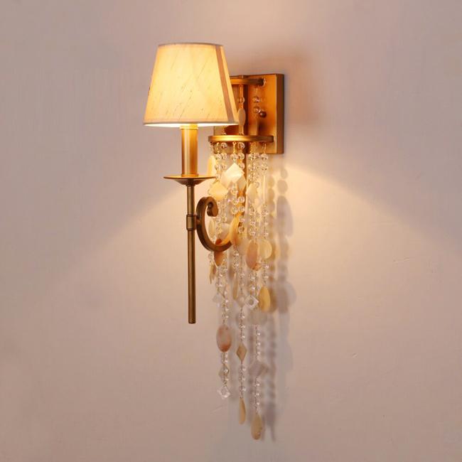 Đèn kiểu cổ điển sở hữu hình dạng thiết kế cầu kỳ và phức tạp