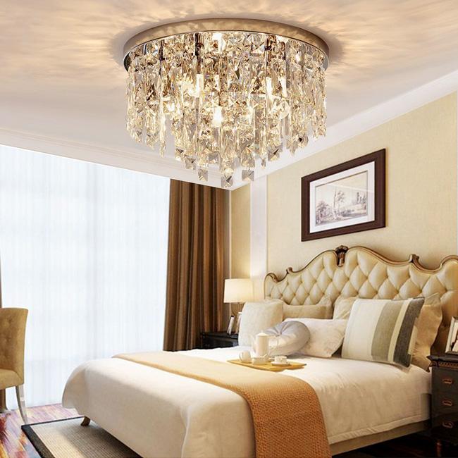 Đèn chùm được thiết kế rất cầu kỳ, chi tiết và tỉ mỉ